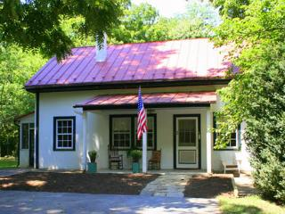 John Wayne Lodge at Historic Rosemont Manor Estate - Berryville vacation rentals