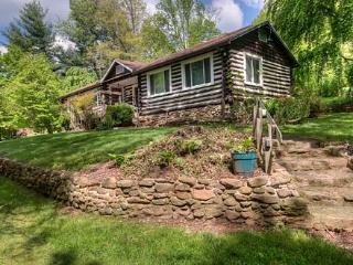 Granny & Pa's Cabin - Black Mountain Vacation Rentals - Black Mountain vacation rentals