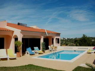 Villa with pool for 8 to 10 people in Caramujeira - Lagoa vacation rentals