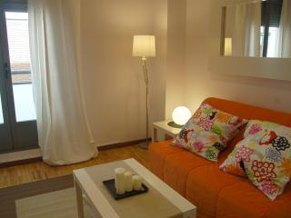 Apart. Chueca 1c Noviciado Parking - Madrid vacation rentals