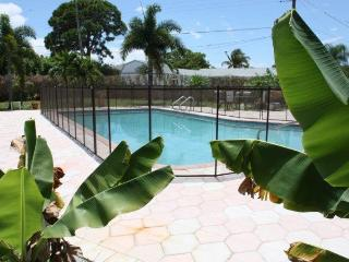 Tropical Paradise--Huge Pool--1 mile from the Beach - Boca Raton vacation rentals