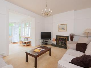 Blinkbonny Road Apartment - Edinburgh vacation rentals