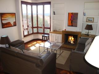 Estoril Lago 3 Bedroom Apartment - Cascais vacation rentals