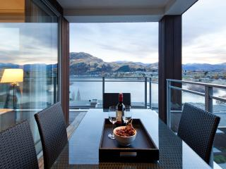 VillageQueenstown.com 2,3,4,5,6 Bed Lakeview Apartments Managed by Staysouth.com - Staysouth.com Reservations