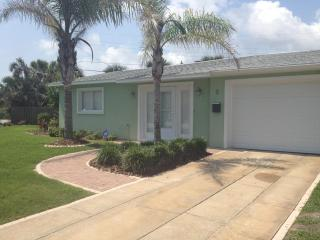DAYTONA/ORMOND BEACH BEAUTY 3BR 2BA Steps to Beach - Ormond Beach vacation rentals