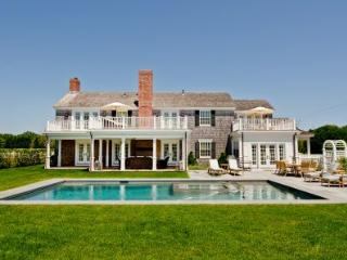 CLASSIC COLONIAL WITH CARRIAGE HOUSE AND POOL - KAT DMOT-01 - Martha's Vineyard vacation rentals