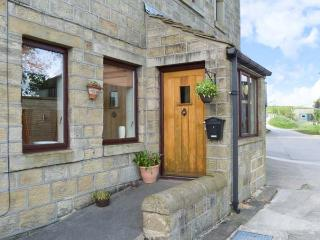 STABLE COTTAGE, pretty views, romantic cottage, en-suite facilities, near Haworth, Ref. 22471 - Haworth vacation rentals