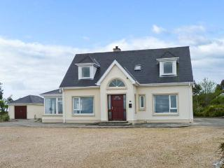 MOOR COTTGE, pets welcome, wet room, multi-fuel stove near Rathmullan, Ref. 25592 - Rathmullan vacation rentals