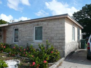 Gorgeous 2/1 house in Wilton Manors, Ft Lauderdale - Fort Lauderdale vacation rentals