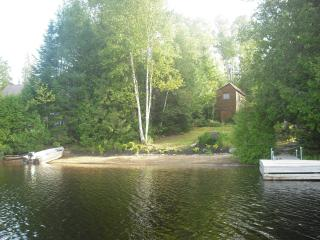 Waterfront cottage for rent - Outdoor paradise! - Amos vacation rentals