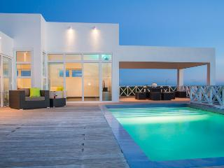 Villa Caribbean Breeze, a new, modern and spacious Villa with wonderful sea view - Willemstad vacation rentals