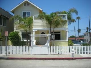 One of a Kind Yellow Beach House ! - Newport Beach vacation rentals