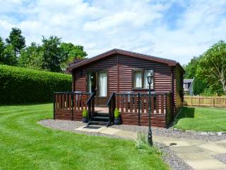 THE SPINNEY LODGE, pets welcome, romantic cottage, WiFi, large grounds, near Jedbugh, Ref. 26541 - Scottish Borders vacation rentals