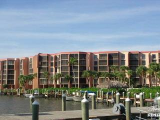 Adorable condo with great views - Marco Island vacation rentals