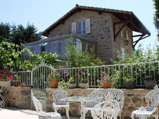 Luxury 18th century cottage in southern Burgundy - Saint Leger sous la Bussiere vacation rentals