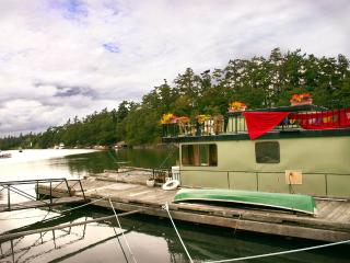 Charming houseboat & bonus canoe! - Victoria vacation rentals