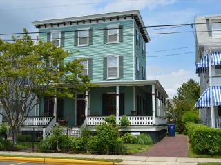 GIANT VICTORIAN CLOSE TO BEACH AND TOWN 32965 - Ocean City vacation rentals