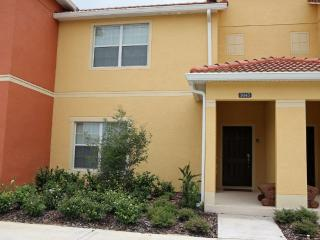 Paradise Palms Resort - 4 Bedroom Luxury--Linger Longer at Ivone's fabulous Townhome with pool.Orlando - Very Spacious -7 miles  - Kissimmee vacation rentals