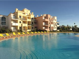ONE BEDROOM APARTMENT IN VILAMOURA 3KM AWAY FROM GOLF COURSES AND FALESIA BEACH REF.EDV110499 - Albufeira vacation rentals