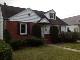 8 bedroom House near Hofstra University & Coliseum - Uniondale vacation rentals