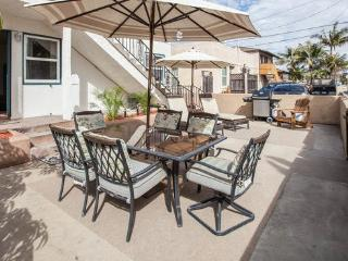 Prime Location! 2nd Flr w/Patio/BBQ/Fire-pit! SC2 - San Diego vacation rentals