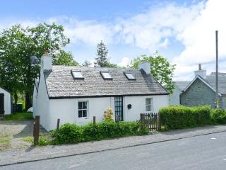 DAISY BRAE, single-storey cottage, close coast, woodburning stove, on Mull, in Salen Ref 25131 - The Hebrides vacation rentals