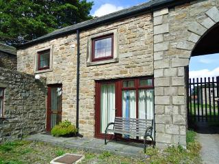 UNICORN COTTAGE, pet-friendly cottage, close to village pub, near walks, in Bowes, Ref. 25913 - County Durham vacation rentals