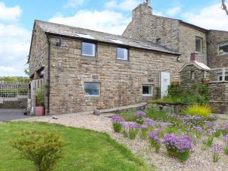 THE LOFT AT STONE CROSS, romantic apartment with wonderful views, walks from door, ideal for Dales or Lakes, Slaidburn, Clithero - Lancashire vacation rentals