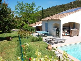Villa with fenced pool in the countryside - Simiane-Collongue vacation rentals