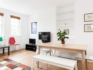 Tranquil Park-side Apartment near to Portobello Rd - London vacation rentals