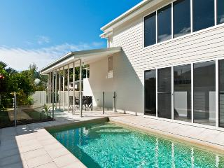 PETITE ON THE COVE - Cairns District vacation rentals