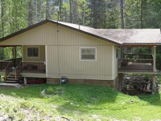 Rosebud Cottage  the best vacation value in the West Kootenay - Salmo vacation rentals