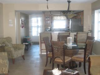 5 min walk to  beach, updated bath, great location - Siesta Key vacation rentals