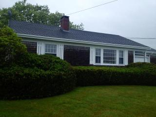 Cute cottage with sunroom huge yard and ocean view - Little Compton vacation rentals