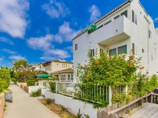 Susan's Beach-Bay Double Getaway - Aft 3 bdrm/3 bath plus rooftop deck! - San Diego vacation rentals
