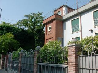 VILLA CAMILLA B&B within minutes of Linate Airport...Only 15' from San Babila/Duomo!!! - Milan vacation rentals