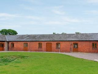 THE GRANARY, single-storey luxury barn conversion with hot tub, woodburner, games barn, Alberbury Ref 15916 - Shropshire vacation rentals