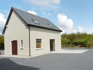 ROARING WATER COTTAGE, detached, panoramic views, off road parking, in Ballydehob, Ref 25206 - County Cork vacation rentals