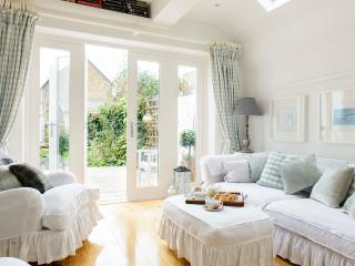 Whitstable Island glorious cottage yards fro beach - Whitstable vacation rentals