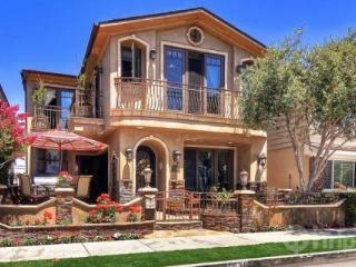 Elegant 5BR / 4.5BA Custom Villa - Steps to Newport Bay and Ocean Beaches (3597078) - Orange County vacation rentals