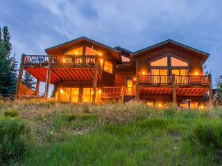 Sunnyside at Deer Valley Resort with 5 Bedrooms, Sleeps 15, Private Hot Tub, and Mountain Views - Park City vacation rentals