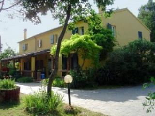 Pescatore - Large house with 12 sleeps - Image 1 - Mombaroccio - rentals