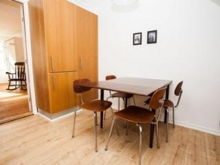 Central Apartment With FREE Bikes For All Guests. - Paris vacation rentals