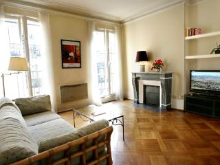Lovely large 1 BR with balcony in Le Marais - Paris vacation rentals