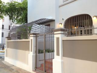** Newly Remodeled ** Artist's Urban Garden Apartment! - San Juan vacation rentals