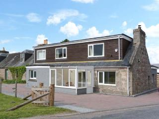 DARTAYL, detached, multi-fuel stoves, off road parking, near Grantown-on-Spey, Ref 26539 - Aviemore and the Cairngorms vacation rentals