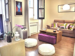 Vogue Gran Via apt. 6 sleeps, in city centre - Madrid vacation rentals