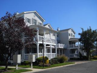 Garden Condo with Pool 5725 - Ocean City vacation rentals
