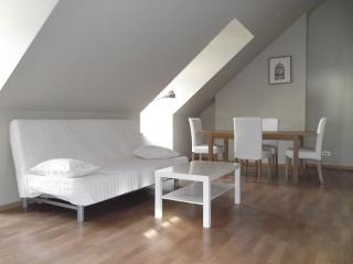 ID 2427 - Modern 1bdr near Av/ Louise - Brussels - Belgium vacation rentals