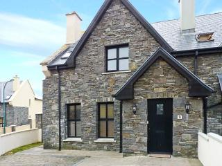 9 BARR NA SRAIDE, open fire, enclosed garden, sea views, in Ballyheigue, Ref 24761 - Ballyheigue vacation rentals